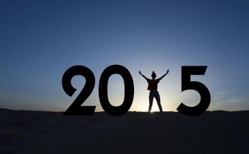 Silhouette einer Frau ergibt das Jahr 2015