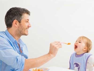 Babynahrung Babybrei füttern
