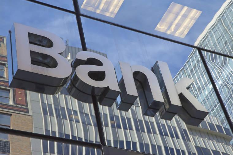 Schild von einer Bank