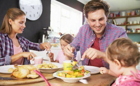 Die gemeinsame Familienmahlzeit  wichtig fr Gesundheit und Zusammenhalt