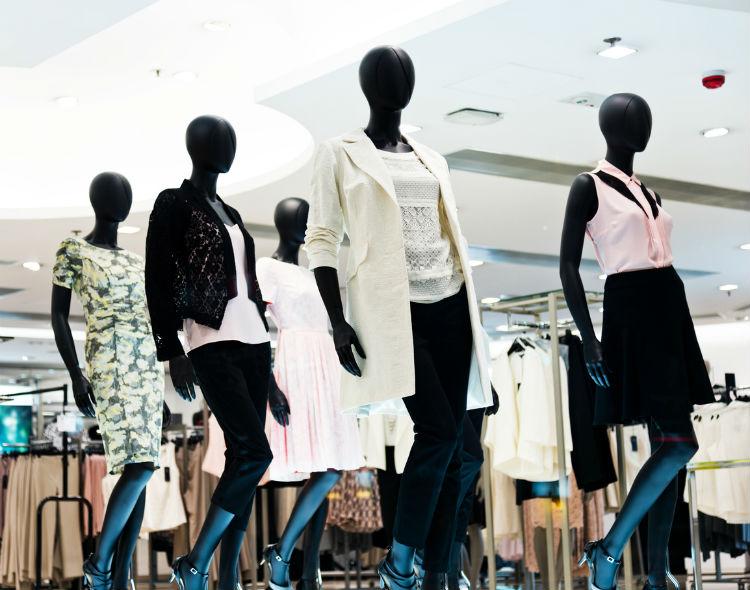 Schaufensterpuppen im Modegeschäft
