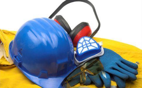 Arbeitshelm, Arbeitshandschuhe und weitere Arbeitskleidung