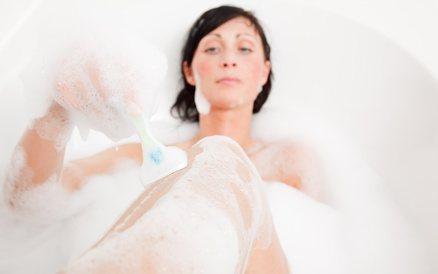 Beim Epilieren sollte man sehr auf Hygiene achten um Reaktionen der Haut klein zu halten