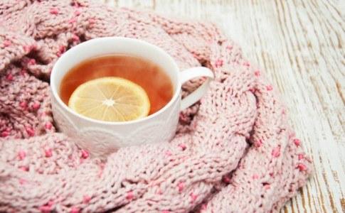 Tee im Schal