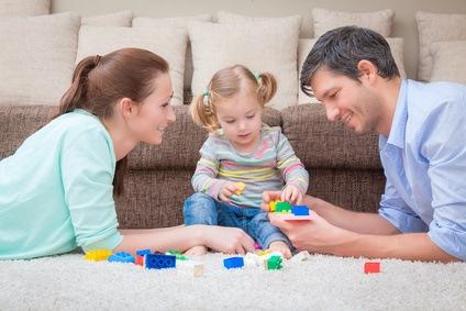 Nehmen Sie sich auch als Vater öfter mal eine Auszeit von der Arbeit und spielen gemeinsam mit ihrem Kind