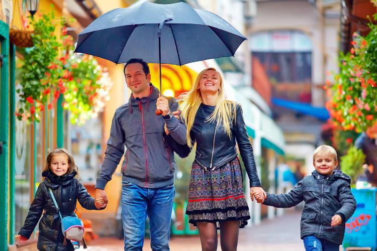 Familie auf Städtereise