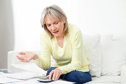 besonders ältere Frauen müssen sich schon frühzeitig vor Altersarmut schützen
