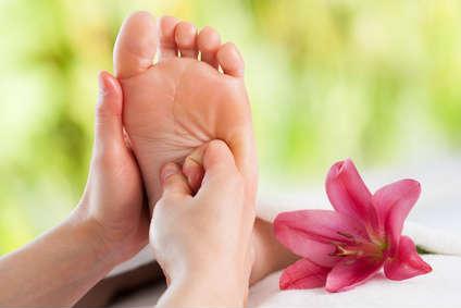 Eine pflegende Fußmassage.