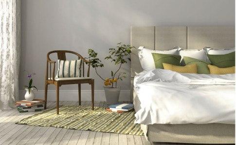 Gemütliches Bett mit grünen Details