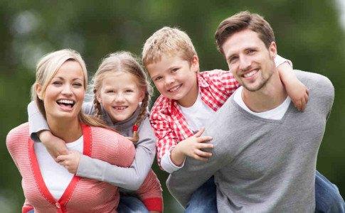 Glückliche Patchwork Familie