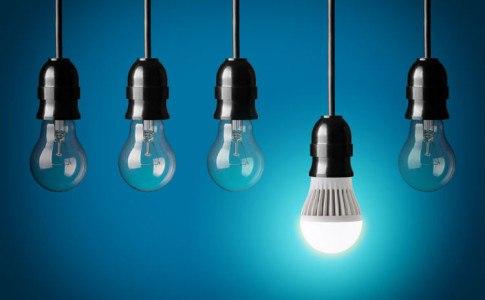 LED Glühbirne zwischen anderen Glühbirnen
