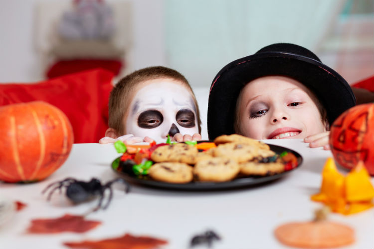 Kinder an Halloween
