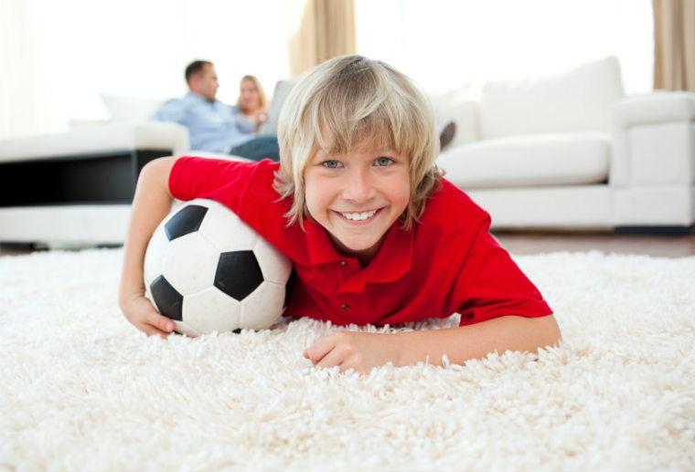 Kinderzimmer dekoration für jungen   von der fußballtapete zum ...