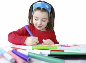 Kinder können auch ihre eigenen Karten basteln.