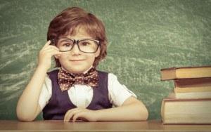 Kind vor Tafel