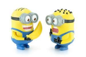 Zwei Minion Figuren mit Banane