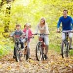 Familie bei Radtour