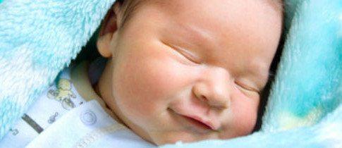 Zufrieden Schlafen im Schlafsack