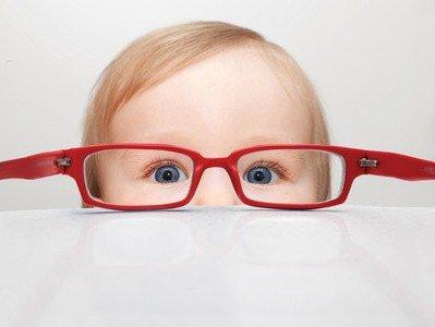 Kinder können schon in jungen Jahre eine Sehschwäche aufweisen