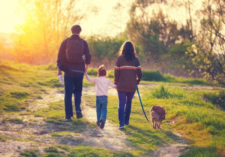 Spaziergang mit der Familie