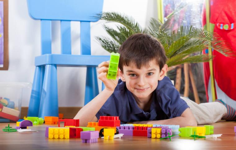 Spielen mit Lego und Playmobil
