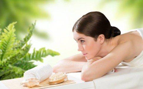 Die Behandlung mit Ohrkerzen kann bspw. nach einer Massage durchgeführt werden