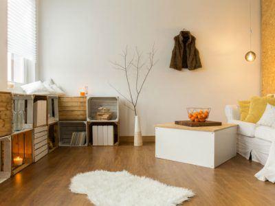 Wohnzimmer mit Herbst- und Winterdeko