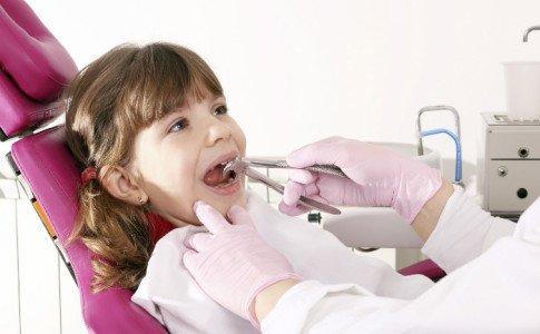 Wie nimmt man den Kindern die Angst vor dem Zahnarzt?