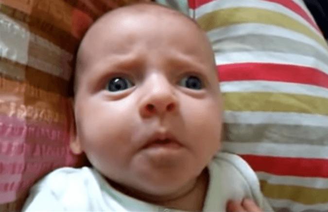 baby schielend