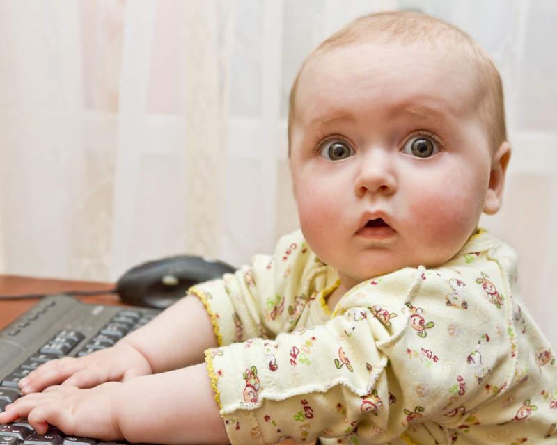 baby am PC ertappt