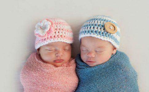 Baby Zwillinge Junge und Mädchen