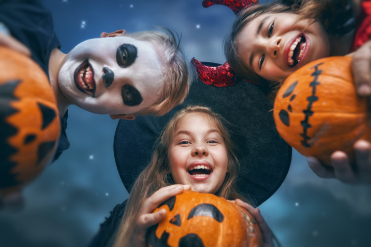 Verkleidete Halloween Kinder