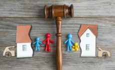 Haus welches Scheidung widerspiegelt