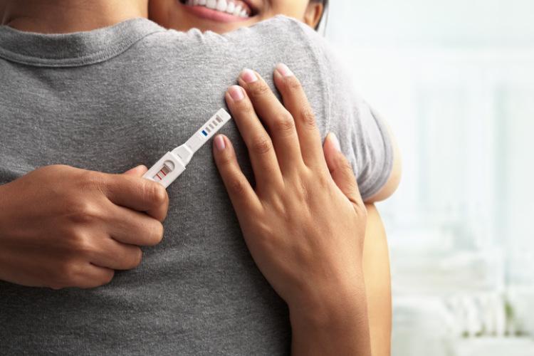 Schwangerschaftstest Frau und Mann