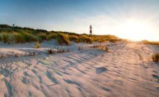 Strand in Dänemark und Leuchtturm