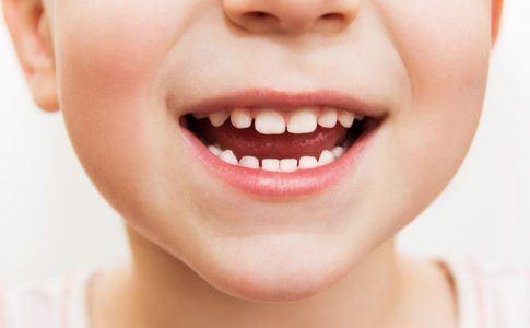 Kindermund, lächelnd