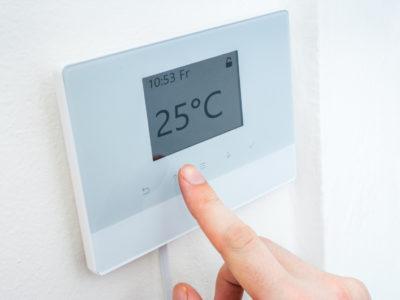 Thermostat wird bedient