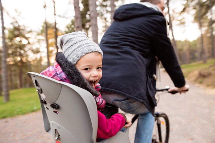Kind auf dem Fahrradsitz