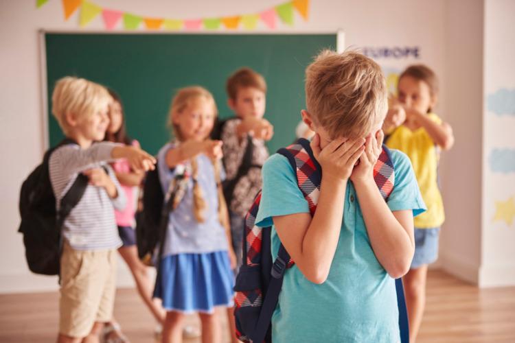 Gemobbter Junge in der Schule