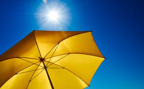 Sonnenschirm in der Sonne
