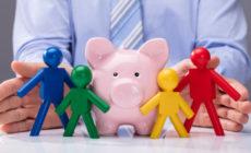 Sparschwein und Menschen-Figuren