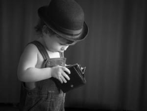 Kind mit Geldbeutel
