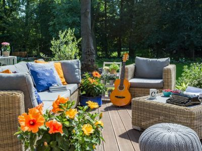 Outdoor-Sitzmöglichkeiten auf Terrasse