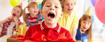 Geschenkeverteilung auf Kindergeburtstag