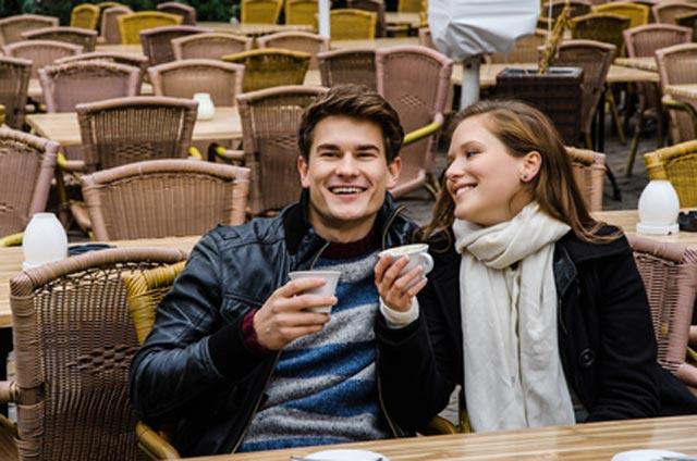 Zwei glückliche Menschen
